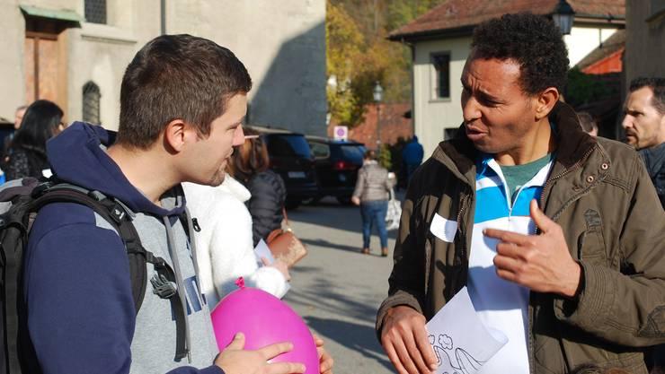 Co-Piloten und Flüchtlinge nutzen auch Zeichnungen und Luftballons zur Kommunikation.