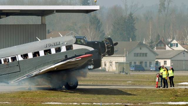 Eine Maschine der JU-Air auf dem Flugplatz Dübendorf (Archiv)