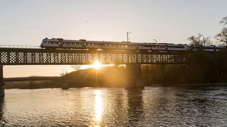 Die 128 Meter lange Stahlkonstruktion über den Rhein befindet sich zur Hälfte im Eigentum der SBB und der Deutschen Bahn. Bild: Severin Bigler
