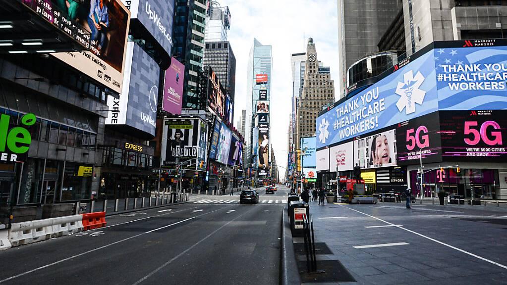 Der Time Square ist während der anhaltenden Corona-Massnahmen menschenleer.
