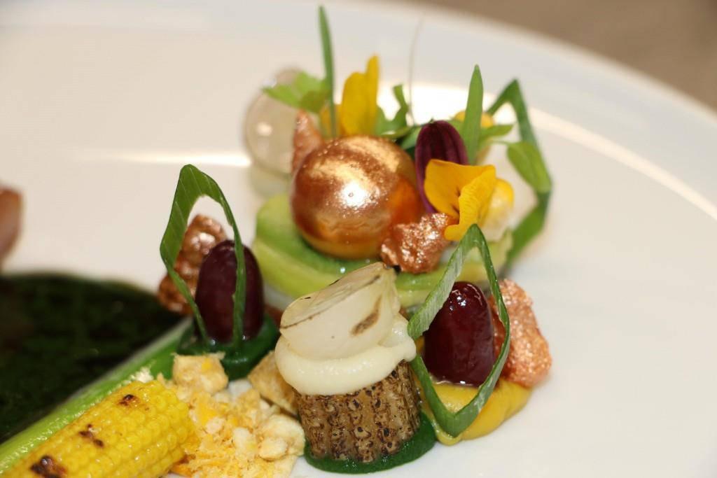 Garniert mit Avocado, Tomatenpüree und Mais ist das Schwein ein einzigartiges Geschmackserlebnis. (© FM1Today)