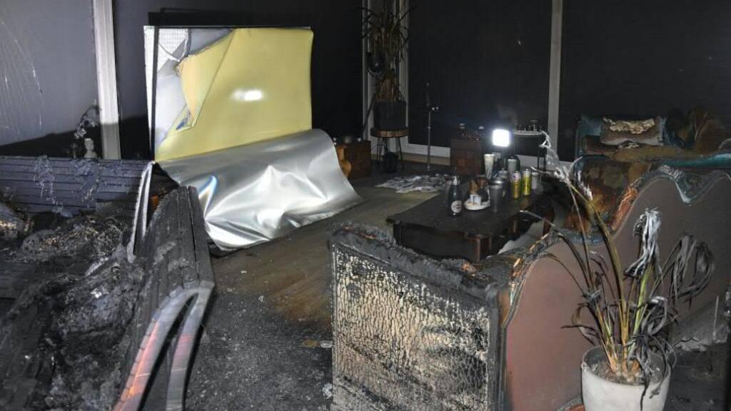 Bei einem Brand in einer Attika-Wohnung in Buchs entstand grosser Sachschaden. Die Brandursache ist noch unklar.