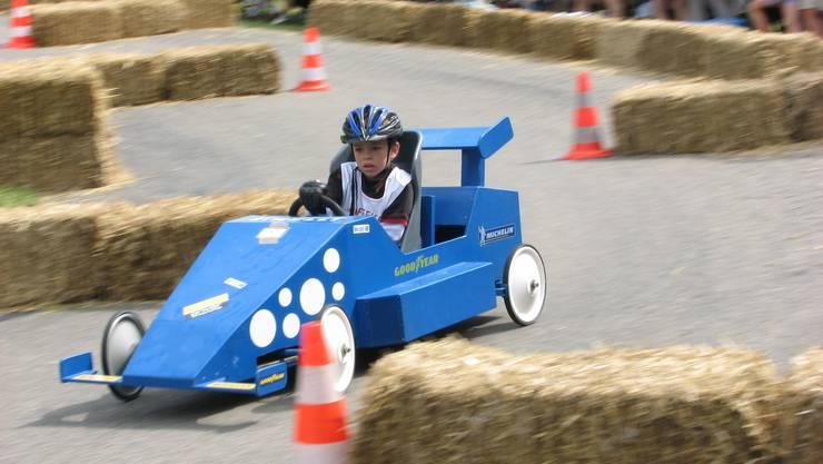Fast wie im Formel-1-Zirkus: Die jungen Rennpiloten gaben auf der schikanenreichen Zeiher Rennstrecke alles. (sfa)