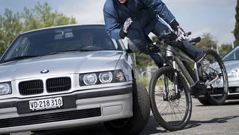 Simulation eines E-Bike-Unfalls: Solche haben im letzten Jahr wieder zugenommen. (Archivbild)