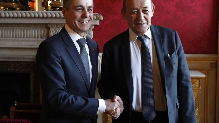 Der Schweizer Aussenminister Ignazio Cassis (links) mit seinem französischen Amtskollegen Jean-Yves le Drian in Paris. (Archivbild)