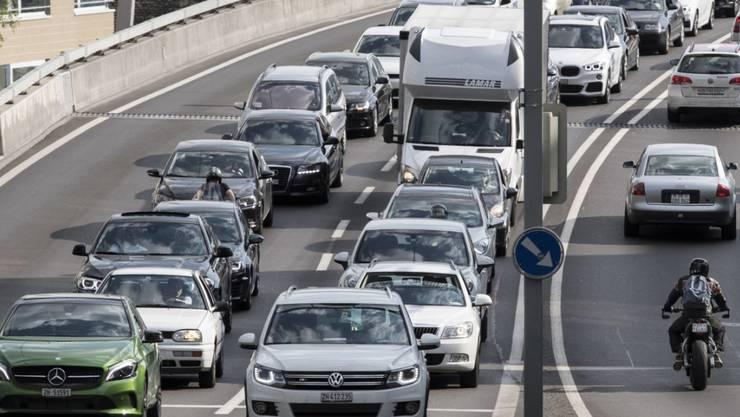 """Die SVP fordert in ihrer """"Anti-Stau""""-Initiative das Ende der Staus auf Zürcher Strassen. (Symbolbild)"""