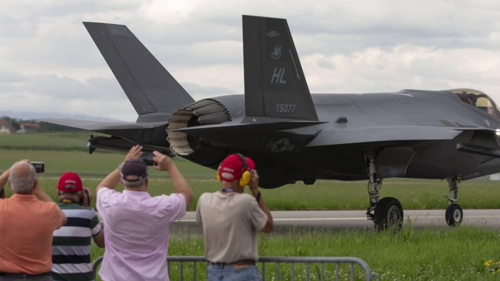 Tarnkappen-Jet als Publikumsmagnet: Der F-35 von Lockheed Martin bei der Erprobung in Payerne. (Archivbild)