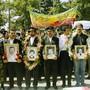 Angestellte von Iran Air protestierten mit Fotos der toten Crew-Mitglieder gegen den Airbus-Abschuss.
