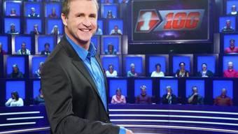 """Rindlisbacher moderiert temporär die Quizshow """"1 gegen 100"""" (Bild: sf.tv)"""