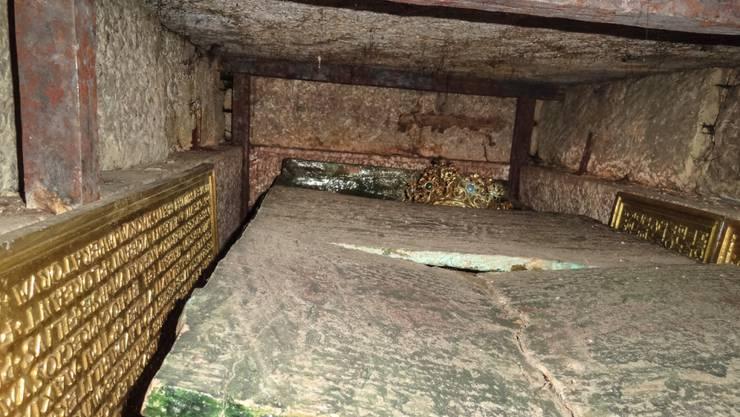 Wissenschaftlern ist es gelungen, mit kleinen Kameras das Innere des letzten unangetasteten Kaisergrabs Europas zu erforschen.