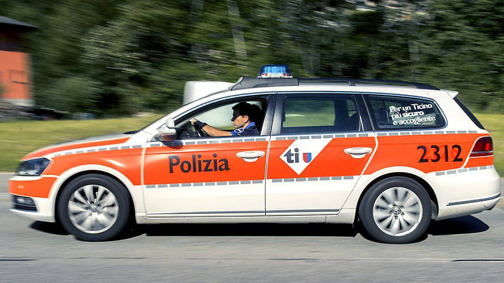 Die Tessiner Polizei sucht nach zwei Männern, die am Sonntagmorgen eine Raststätte ausgeraubt haben. (Symbolbild)