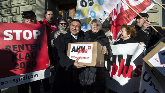 Die Gewerkschaften deponierten die Unterschriften für die Initative