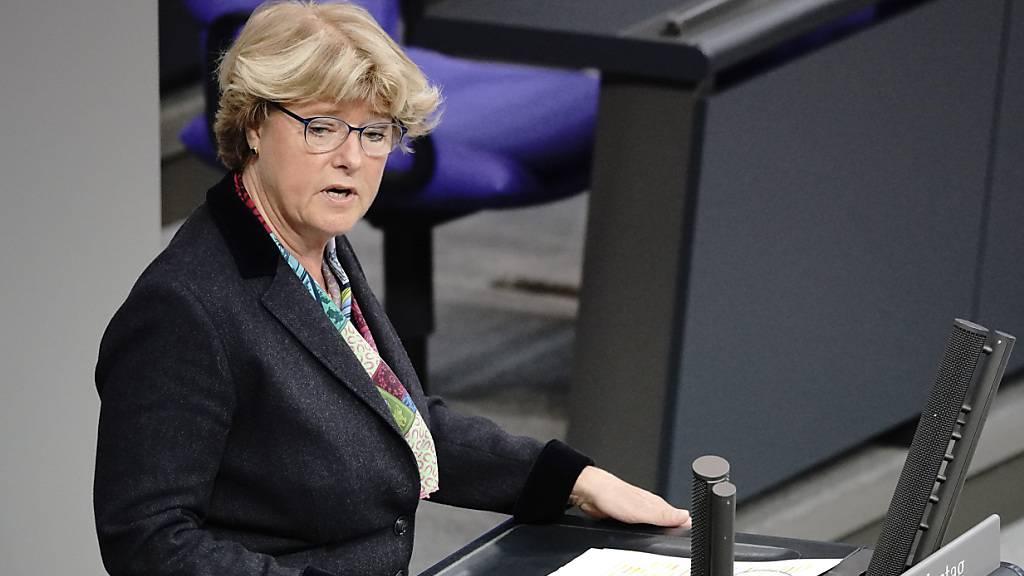Monika Grütters (CDU), Staatsministerin und Beauftragte der Bundesregierung für Kultur und Medien, bei einer Rede im Bundestag.