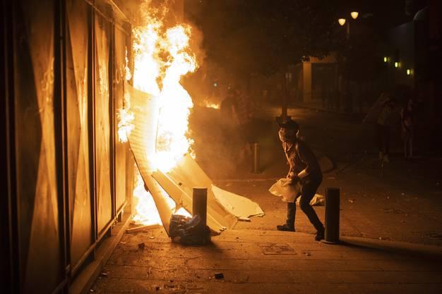 Auch das noch: Demonstranten wüten in Beirut.