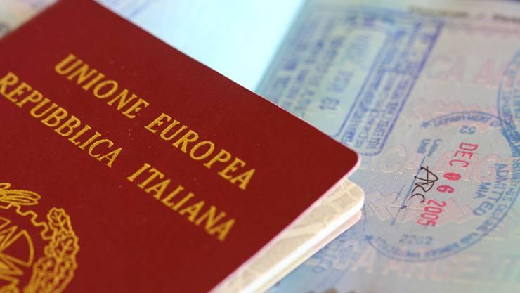 Gibt's schon für 5000 Euro: Ein gefälschter italienischer Pass. (Symbolbild)