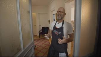 Gastronom und «SwissDinner»-Juror Erik Haemmerli schwingt in der Jubiläumsausgabe selbst den Kochlöffel.