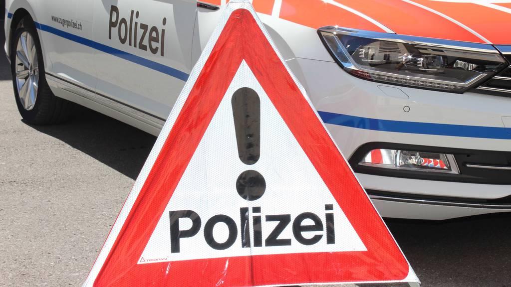 Im Kanton Zug: Fahrerflucht, verletzte Velofahrer und Blechschaden