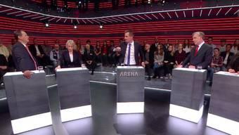 Claudio Zanetti, Elisabeth Schneider-Schneiter, Klaus Wellershoff und Tamara Funiciello mit Moderator Jonas Projer im «Arena»-Halbrund.