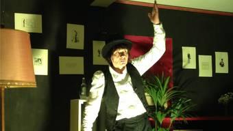 Elisabeth Seiler verwandelt sich für «Riesenblödsinn» in Karl Valentin.