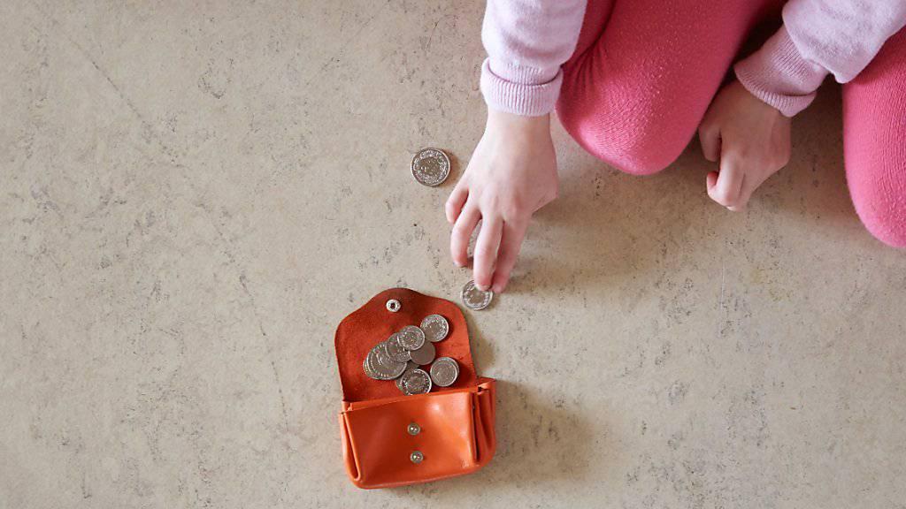 Wenn das Geld kaum reicht: In der Schweiz war im Jahr 2014 jedes 20. Kind von Armut betroffen und jedes sechste davon bedroht.