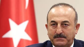 Der türkische Aussenminister Cavusoglu ist über die Aussagen aus Wie nicht amüsiert: Er stellt den sozialdemokratischen Kanzler Kern in die gleiche Ecke mit den Rechtspopulisten.