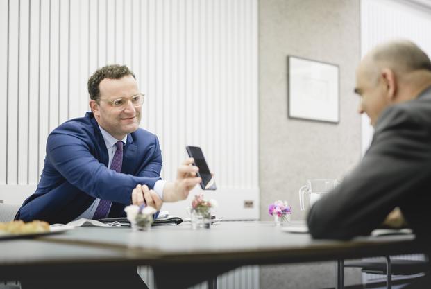 Der deutsche Gesundheitsminister Jens Spahn (links) mit Bundesrat Alain Berset in Genf.