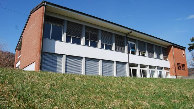 Stein des Anstosses: Gemeinde Oberhofen kann über den Verkauf ihres Schulhauses nicht abstimmen.