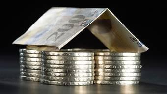 Sparen für die finanzielle Sicherheit im Alter ist schwieriger als auch schon. (Symbolbild)