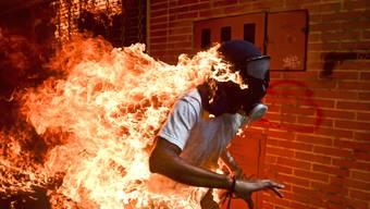 Das preisgekrönte Presse-Foto des Jahres 2018 hat Ronaldo Schemidt in Caracas bei Protesten gegen den venezolanischen Präsidenten Maduro geschossen.