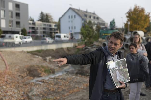 Projektleiter Timo Heinisch präsentierte den Anwesenden das Projekt vor Ort.