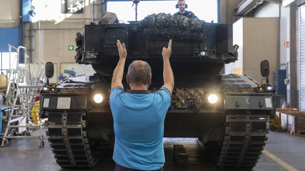 Der Bundesrat will mehr Geld für die Armee