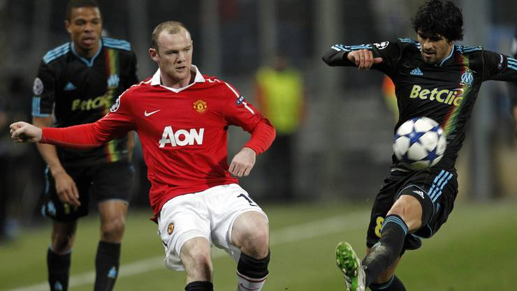 Wayne Rooney mit Marseilles Lucho Gonzalez