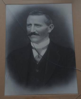 Edmund Höchli gilt als Entdecker des Goldfundes. Er war einer von elf Holzhauern, die im Wald arbeiteten. Ein zwölfter fehlte, erhielt aber auch einen Anteil vom Finderlohn.