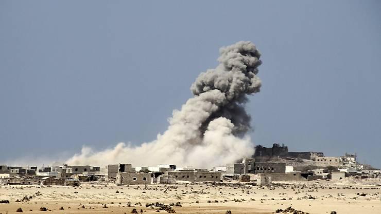 Im Jemen kamen laut Huthi-Rebellen bei einem erneuten Luftangriff über zwanzig Zivilisten ums Leben. (Symbolbild)