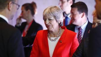 Die EU-Staats und Regierungschefs haben am Donnerstag in Salzburg einen Brexit-Sondergipfel Mitte November beschlossen. Derweil erklärte die britische Premierministerin Theresa May (Mitte) ihren Amtskollegen, der Brexit werde durchgezogen, egal ob es eine Einigung gebe oder nicht.