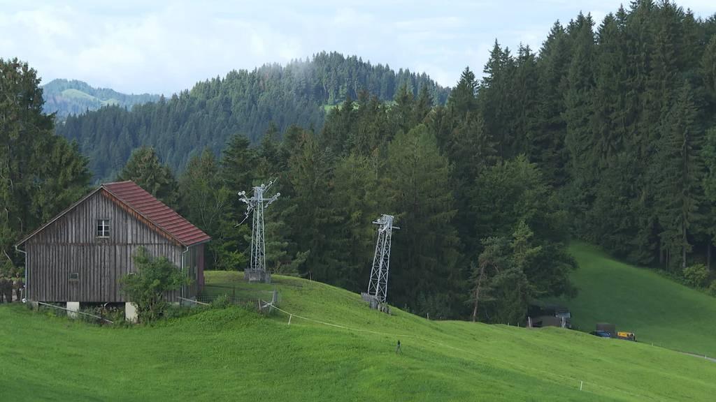 Militärübung: Alter Skilift in Degersheim wird gesprengt