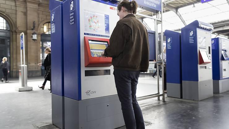 Nicht mehr alle Ticketautomaten werden gebraucht, weil viele Kundinnen und Kunden ihre Tickets online kaufen. (Archivbild)