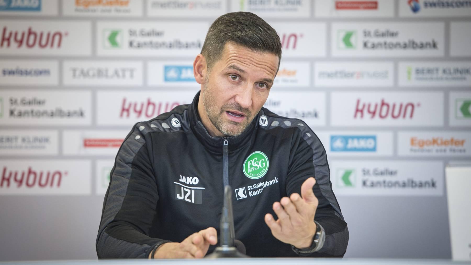 Joe Zinnbauer möchte dem FC Lugano offensiv begegnen, ohne jedoch ins offene Messer zu laufen. Dies verriet er am Freitag bei einer Medienkonferenz.