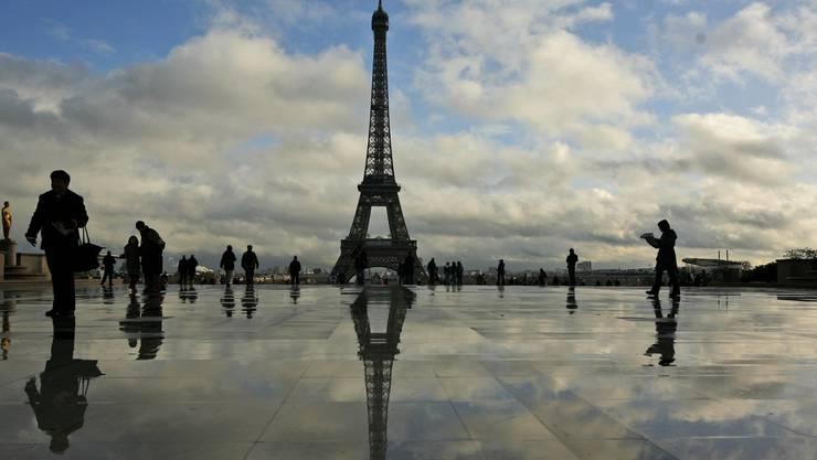 Rien ne va plus: Weil die Angestellten streiken hat de Eiffelturm in Paris zur Zeit zu.