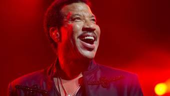 Lionel Richie denkt noch lange nicht ans Aufhören: Gerade ist der US-Sänger zum Ehrendoktor an einem Bostoner Musik-College gekürt worden. (Archivbild)