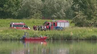 Bei einem Bootsunglück am Donnerstag auf dem Rhein sind mindestens drei Menschen ums Leben gekommen. Darunter auch ein kleines Mädchen. Ein weiteres Mädchen wird noch vermisst.