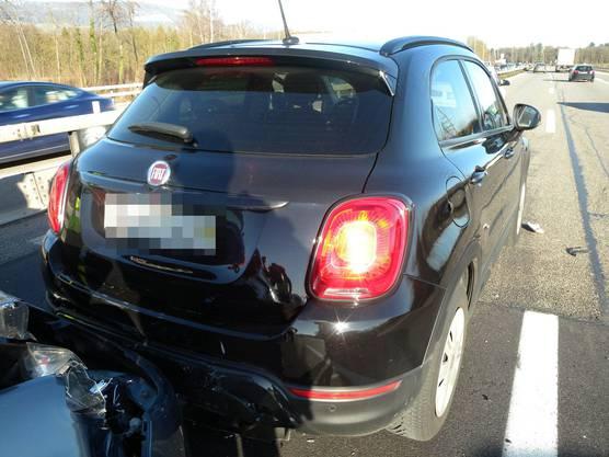 Auf Gemeindegebiet Flumenthal kollidierten um 14 Uhr drei Fahrzeuge, niemand wurde verletzt.