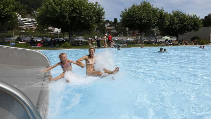 Feierabend-Schwimmer zahlen künftig zwei Franken weniger Eintritt. (Archiv)