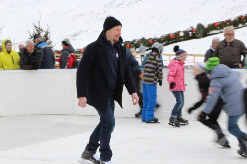 Eröffnung Eisbahn Mosnang (© Lara Abderhalden)