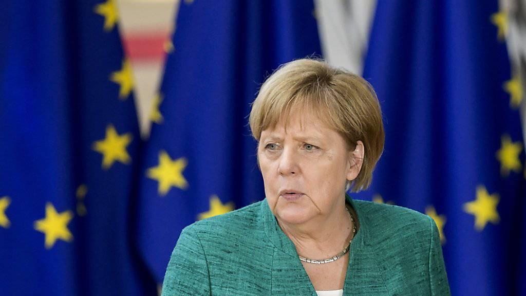 Angela Merkel (CDU) ist beim EU-Gipfel in Brüssel unter Druck: Die deutsche Kanzlerin muss bei der Migrationsfrage mit einem Vorschlag zurück nach Deutschland kommen, der ihre konservativere Schwesterpartei CSU zufrieden stellt.