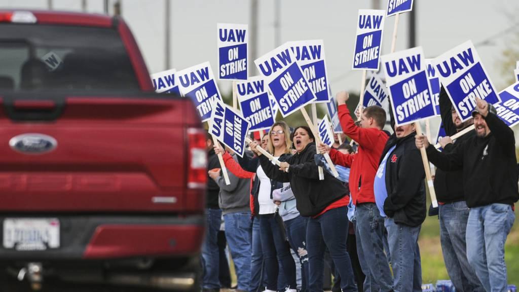 Über 10'000 Angestellte von Traktorbauer «Deere & Company» streiken