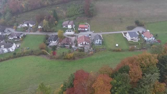 Drohnenflug über das Schloss Rued