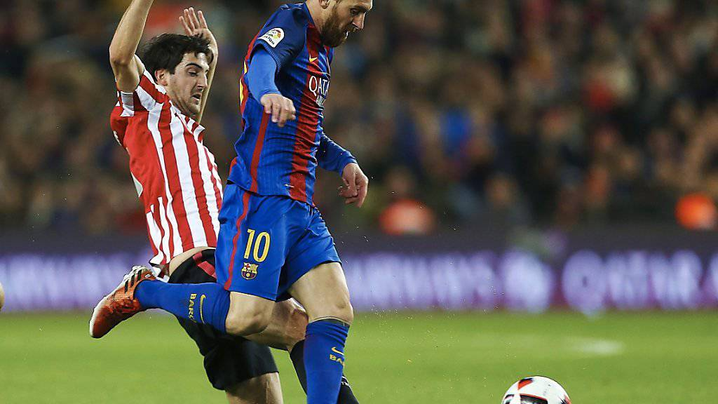 Bilbaos Mikel San Jose (links) kann Barcelonas Lionel Messi nicht stoppen