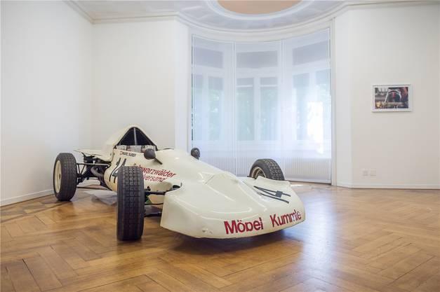 Der moderne Formel-1-Zirkus erscheint am Fernsehen steril wie ein Videogame. Die alten Kisten erinnern dafür an Seifenkisten-Rennen von heute.