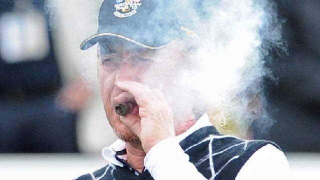 Miguel Angel Jimenez gönnt sich eine Zigarre